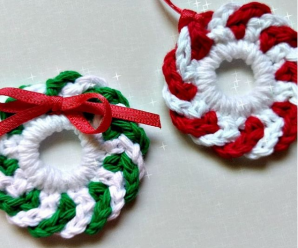 Crochet Mini Wreaths For Christmas