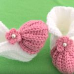 Crochet Baby Shoes With Tiny Flower