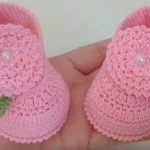 Crochet Baby Girl Shoes With Flowers And Leaves