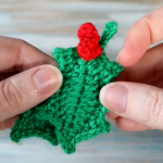 Crochet Christmas Leaf With Berries