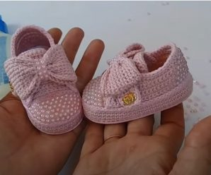 Crochet Lovely Baby Girl Shoes With Bow