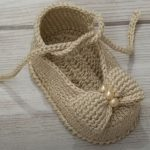 Crochet Lovely Shoes For A Baby Girl