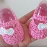 Crochet Baby Shoes With Little Bow